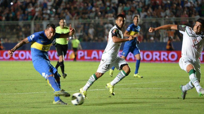 Carlos Tevez viene de marcar el gol que le dio la victoria a Boca el último miércoles en San Juan ante San Martín.