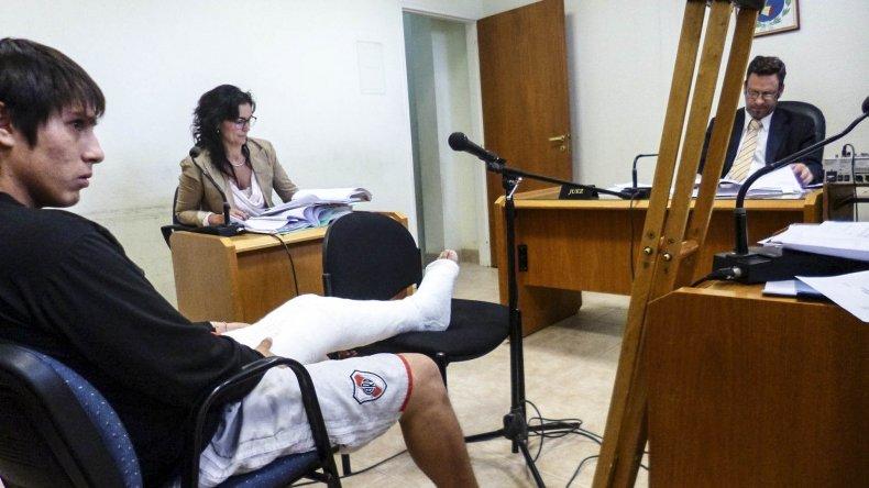 Pavei espera una cirugía en la rodilla. Mientras tanto deberá seguir en prisión en la comisaría de Diadema.