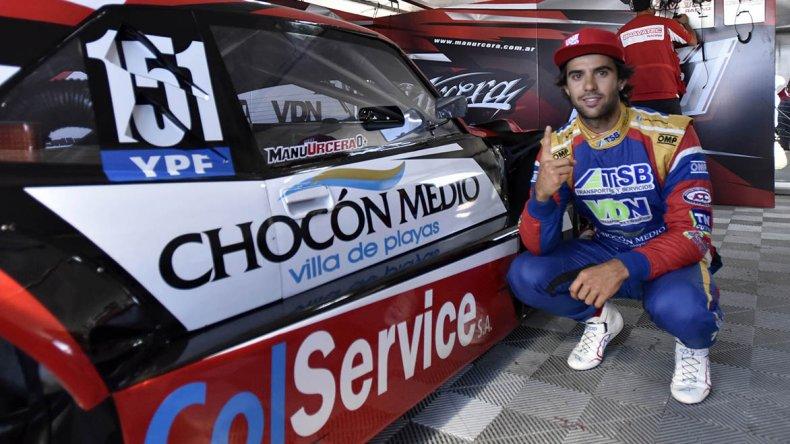 Juan Manuel Urcera señalando el 1 ayer en la clasificación del Turismo Carretera.