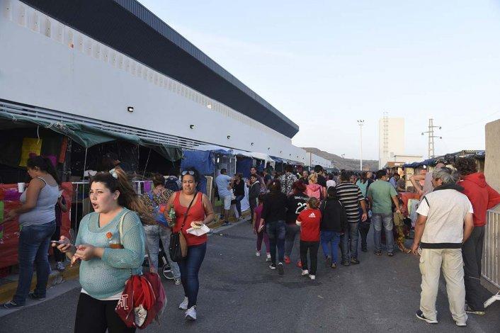 Los stands de comidas y artesanos también atrajeron en forma masiva al público.
