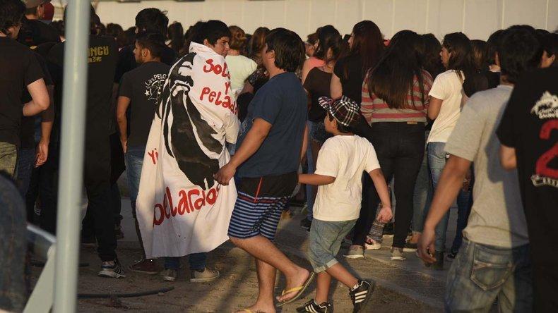 Las Pelotas y Aberlardos fueron los destinatarios de las banderas que llenaron el Predio Ferial.