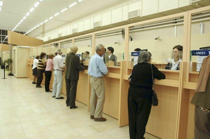 El Gobierno revisará la modificación de Ganancias para jubilados.