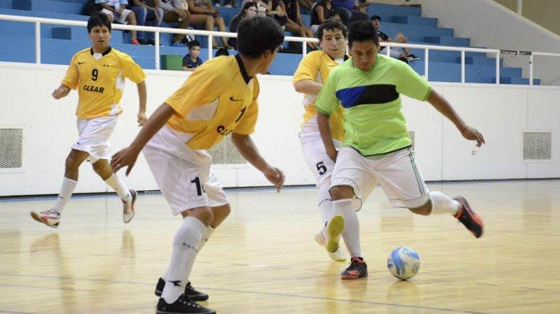 UOCRA Comodoro derrotó 8-5 a Clear en uno de los partidos que se jugaron el fin de semana por la primera fecha del Apertura.