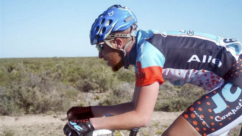 Maximiliano Valencia compitió en la exigente Vuelta de Mendoza.