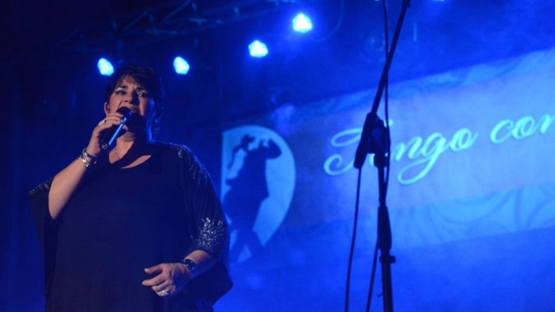 La noche se engalanó con Darthés y artistas locales en Tango con Mayúscula