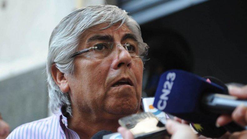 Moyano se distancia de Macri por el impuesto a las ganancias.