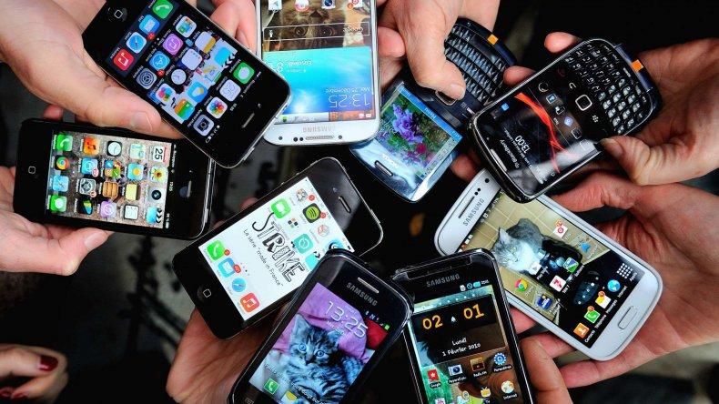 Cambiarán celulares viejos por equipos 4G baratos y en 12 cuotas