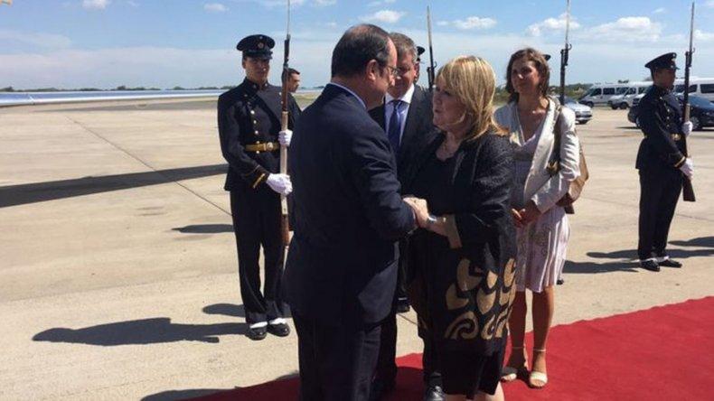 Hollande llegó al país para reunirse con Macri