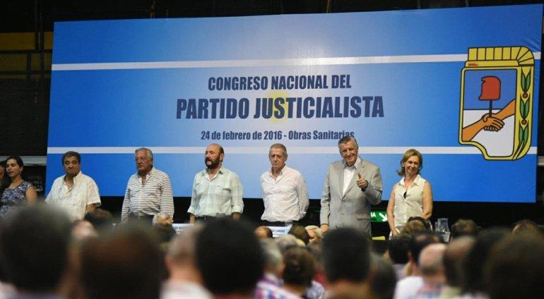 El congreso contó con una masiva participación de dirigentes del peronismo.