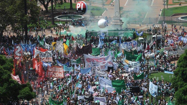 ATE copó la Plaza de Mayo contra el gobierno de Macri.