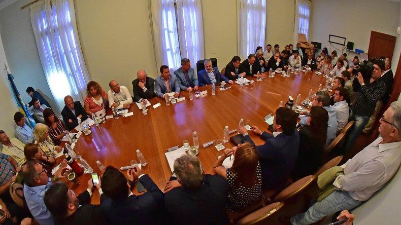 El gobernador Mario Das Neves encabezó una reunión general de Gabinete