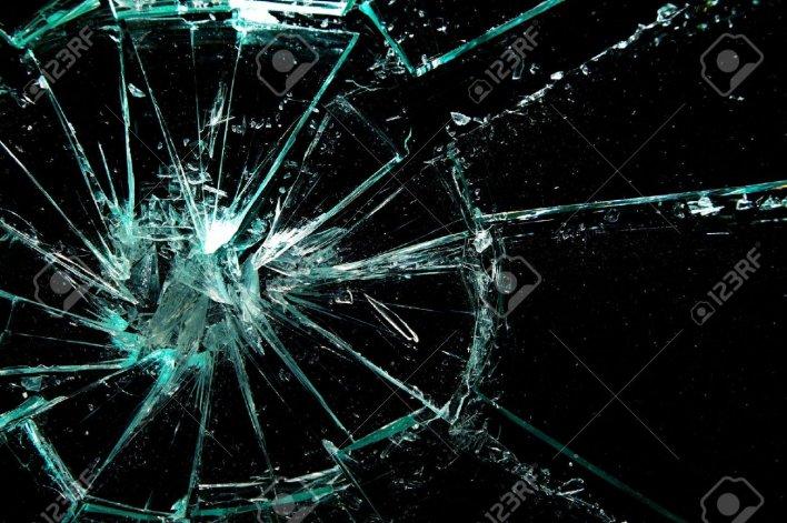 Dos hijos de policías y un civil deberán  pagar $10.000 por destruir un auto