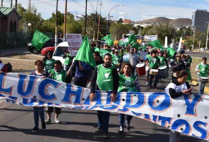 El paro y movilización de ATE contó con la adhesión del gremio que nuclea a los docentes y con militantes del Partido Obrero.