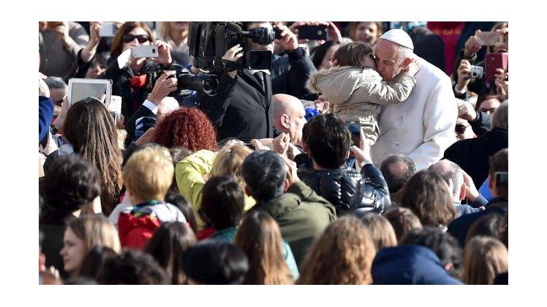 El Papa suspendió audiencias de este jueves por un cuadro de fiebre