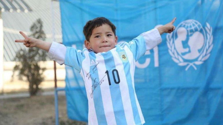Murtaza tuvo el mejor regalo: la camiseta autografiada de Messi