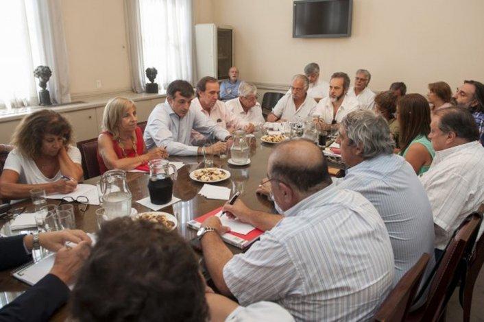 El ministro de Educación Esteban Bullrich mantenía una reunión con gremios docentes.