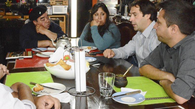 Vecinos de Astra detallaron sus prioridades a las autoridades municipales.
