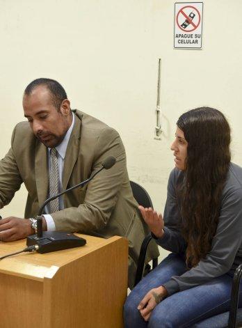 Nahir Quinteros en el momento en que le confiesa a los jueces Tassello y Caviglia que si se propone hacerle más daño a Berro lo puede hacer desde la alcaidía donde hay acceso a un teléfono celular todo el día.