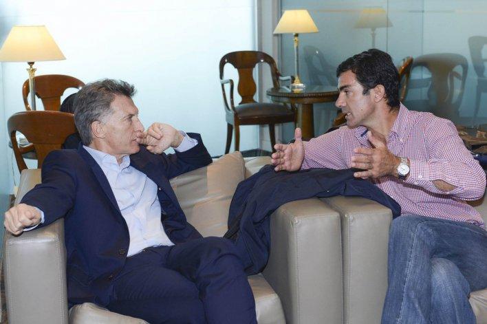 Juan Manuel Urtubey acompaña al Presidente en su visita al Papa.