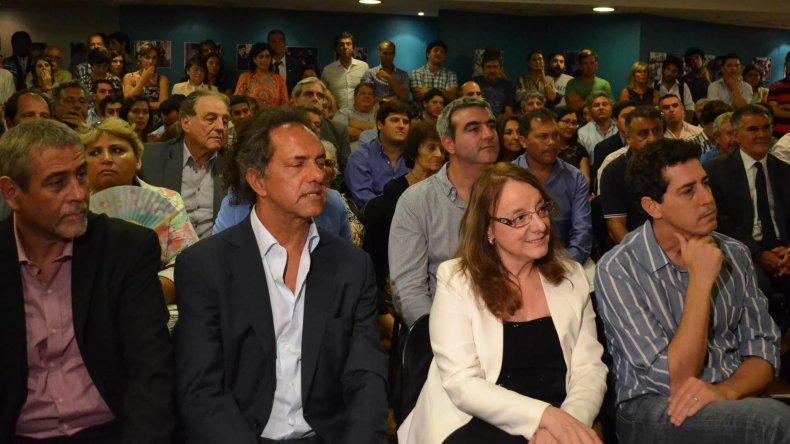 En la primera fila de invitados especiales la gobernadora Alicia Kirchner estuvo acompañada