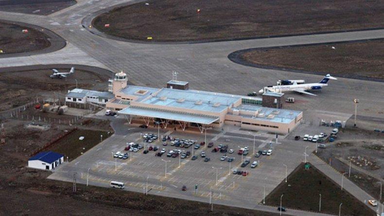El aeropuerto internacional de Río Gallegos (foto) dejaría de tener conexión directa con su similar de Comodoro Rivadavia si Aerolíneas Argentinas suspende el servicio.