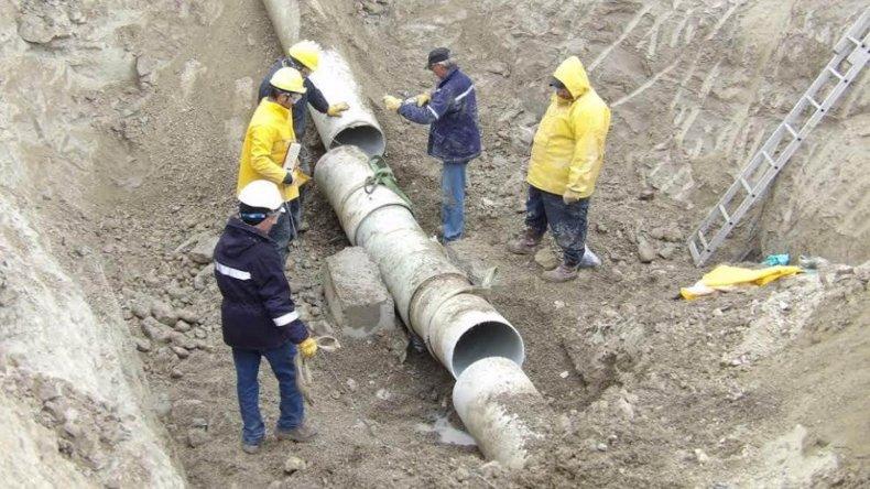 El personal de la SCPL trabajó ayer durante toda la jornada para solucionar una pérdida importante en Palazzo y reparar un tramo del acueducto Arenal-Ciudadela.