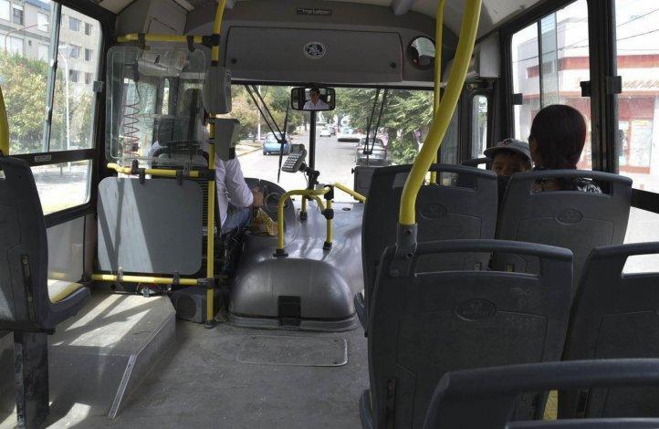 Ayer sólo circulaban seis colectivos de Autobuses por cuatro de los ramales urbanos