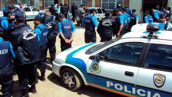 Absuelven a cinco policías acusados por vejaciones