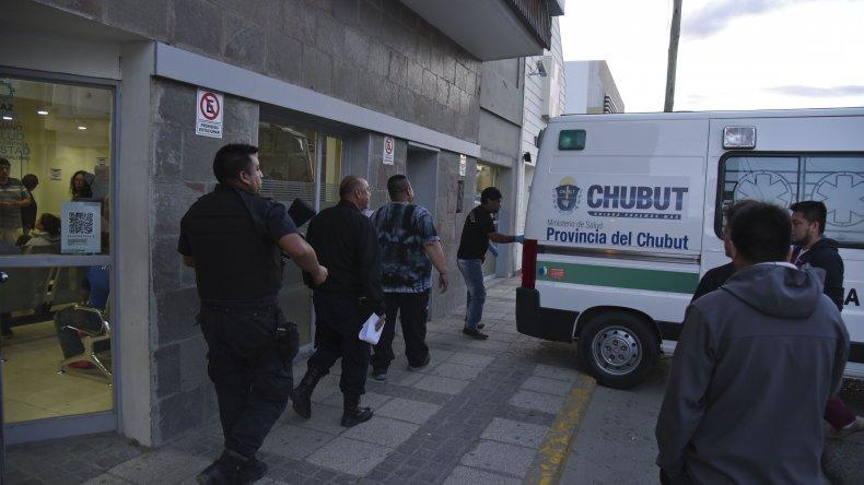Momentos en los que Fabián Gallardo es trasladado de la Clínica del Valle al Hospital Regional. Recibió un disparo cuando regaba la vereda de su casa.