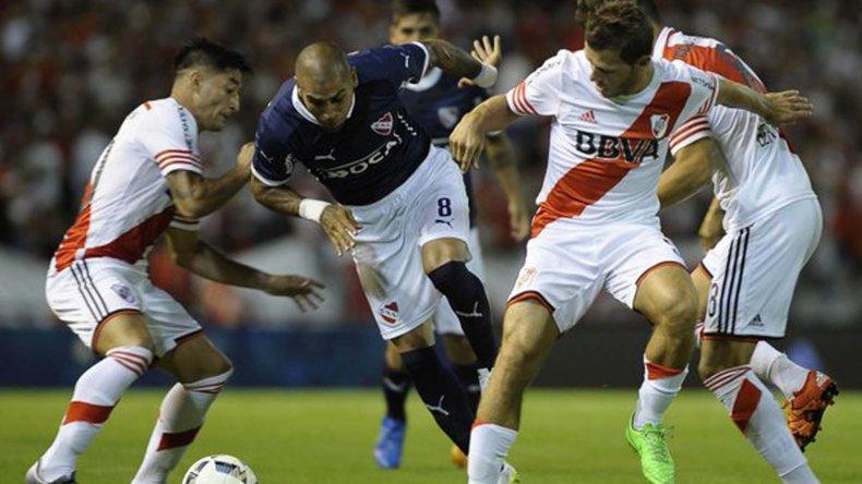 River e Independiente se verán esta noche las caras en un clásico