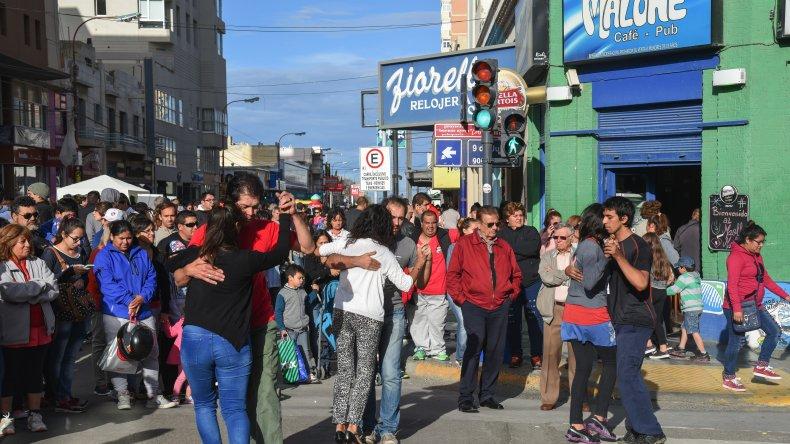 Los comodorenses disfrutaron de una tarde diferente en el centro de la ciudad. Foto: Mauricio Macretti / El Patagónico.