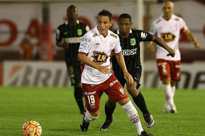 Huracán debutó con una derrota como local por 2-0 ante Atlético Nacional de Medellín.