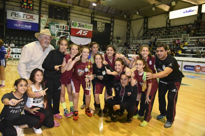 San Miguel de Río Gallegos dominó con sus chicas en el torneo Aniversario.
