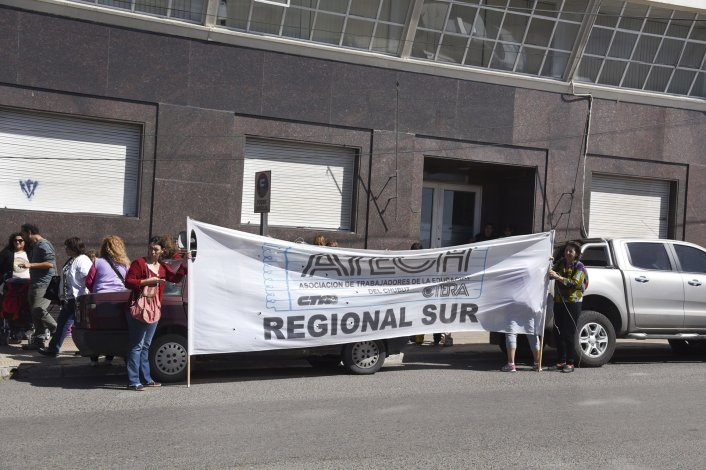 Un grupo minúsculo de la Regional Sur se manifestó frente al Ministerio Público Fiscal