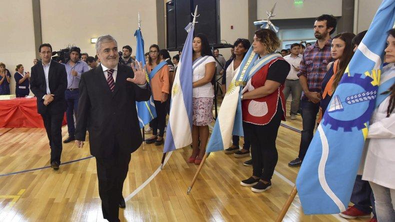 Mario Das Neves ayer en la inauguración del gimnasio de la Escuela 152 de Trelew.
