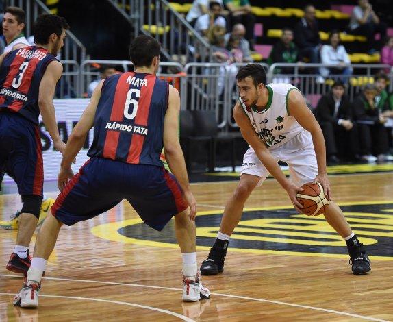 Federico Aguerre ante la marca de Marcos Mata y Lucas Faggiano.
