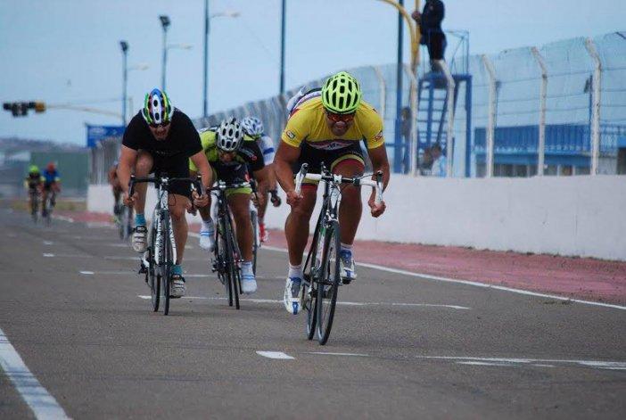 Con el apoyo de Comodoro Deportes se realizó la Vuelta Master y el GP Aniversario en el autódromo General San Martín.