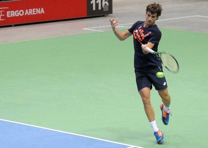 Guido Pella en pleno entrenamiento del equipo argentino de Copa Davis.