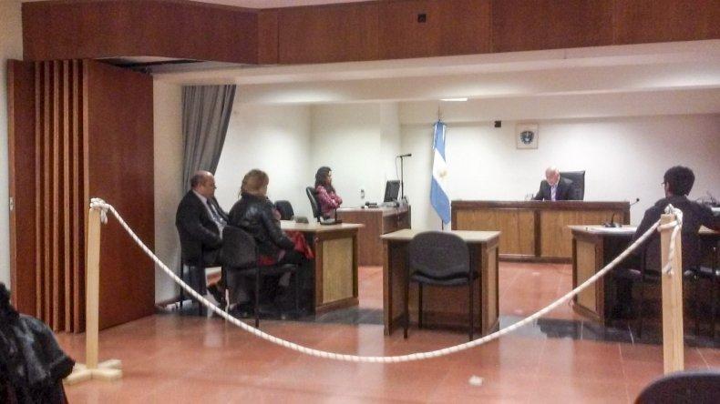Daniel Silva está acusado de amenazar y robarle a su ex esposa.