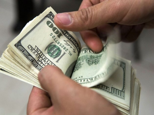 El dólar cotiza estable a 14,40