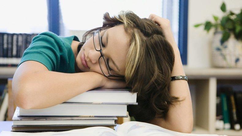 Dormir poco y mal  afecta el ánimo