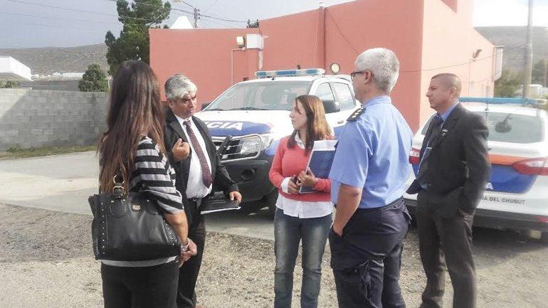Funcionarios de Políticas Penitenciarias relevaron las distintas comisarías de Comodoro y Rada Tilly.
