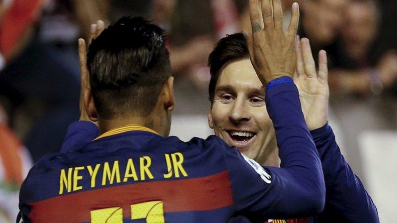 Lionel Messi aportó tres goles en la aplastante victoria de Barcelona