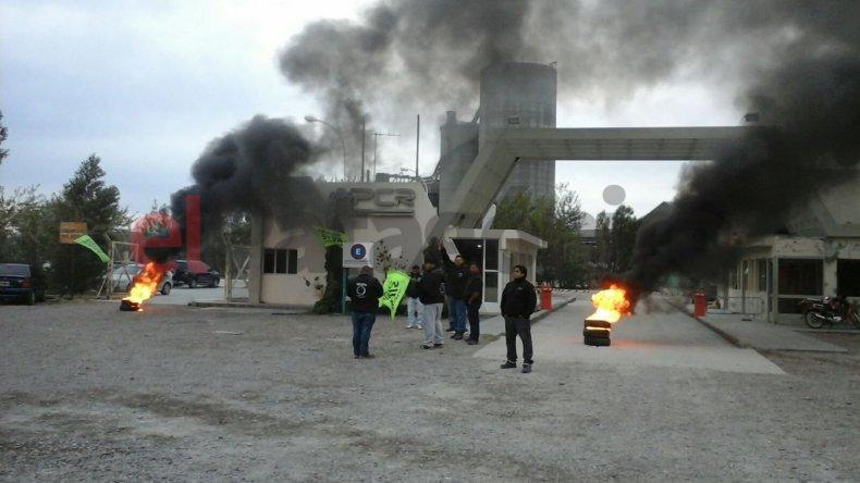 UOCRA se manifiesta en planta de Petroquímica de Km 8