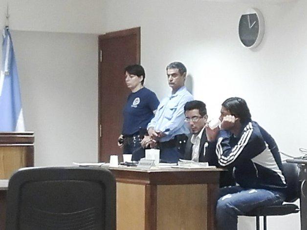 Oscar Casanova seguirá detenido como sospechoso de protagonizar este año dos violentos robos armados en Sarmiento.