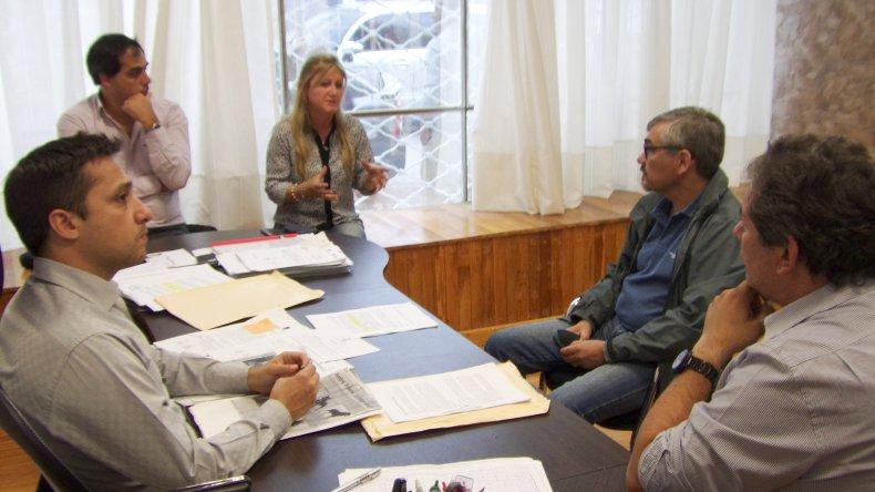 Los concejales del Frente para la Victoria analizaron con funcionarios del Ejecutivo el proyecto de ordenanza de tenencia responsable de mascotas.