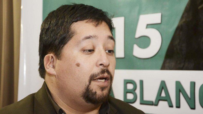 Fernando Vivas también encontró trabajo. En su caso