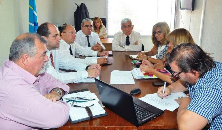 Continúa la negociación salarial entre el Gobierno y el gremio docente.