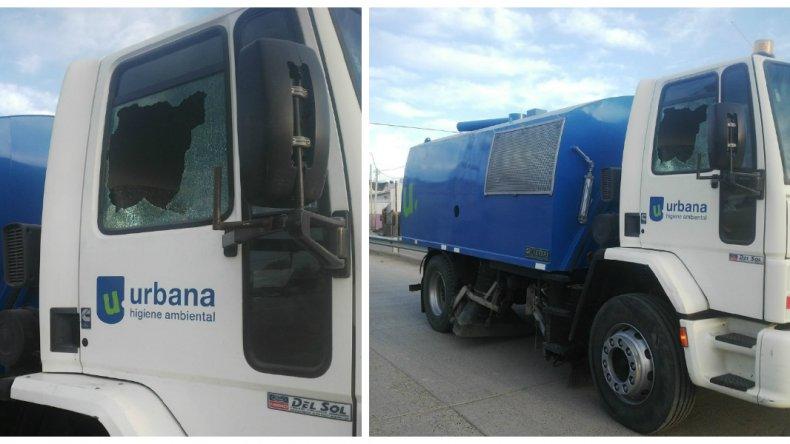 Rompieron vidrios de un camión barredor en La Saladita