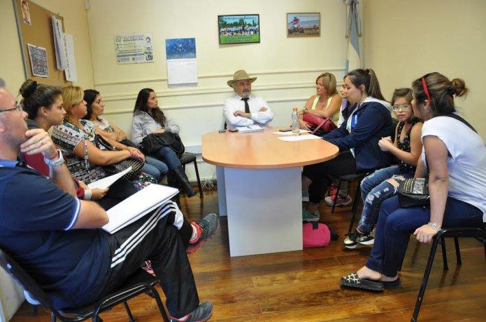 Tres escuelas comodorenses de patín se reunieron con Othar Macharashvili.